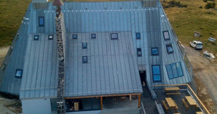 Línea de vida Rail Taurus aluminio de Innotech y puntos de anclaje en el Refugio de Belagua